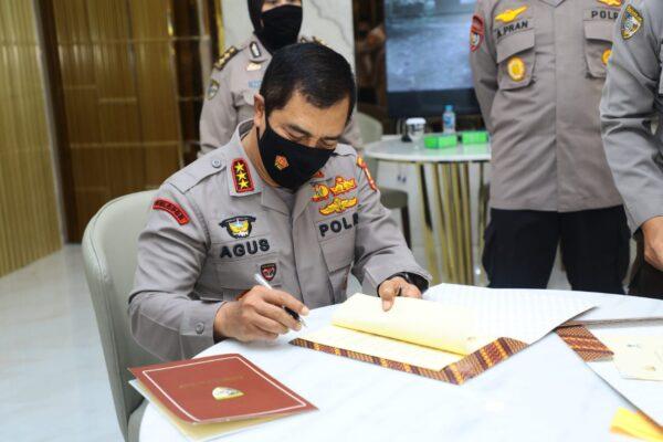 Tanda Tangani Kerja Sama Polri-BKPM, Kabaharkam: Bukti Komitmen Polri Jamin Keamanan Berinvestasi 113