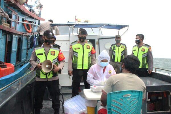 Lagi, 10 ABK Kapal Ikan Di Rapid Tes Oleh Tim Pemburu Covid-19 Polres Kep Seribu 113