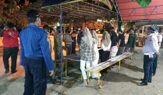 Bersama Instansi Terkait, Polsek Kep Seribu Selatan Giat Patroli Malam Hari dan Bubarkan Kerumunan 114