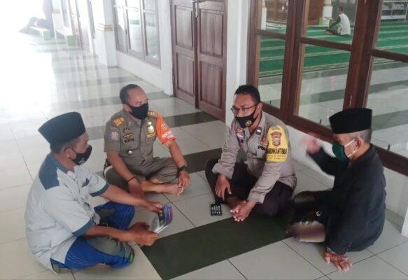 Perkuat Masjid Tangguh Jaya, Polsek Kep Seribu Utara Salurkan Bantuan Peralatan Prokes 114