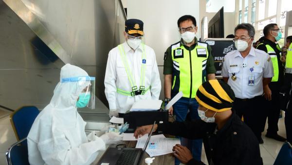 Menhub Cek Penerapan Protokol Kesehatan dan Pelaksanaan Tes COVID-19 di Bandara Soetta 113
