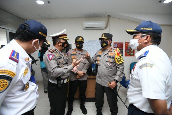 Jelang Nataru, Kakorlantas Polri Cek Kesiapan Pengamanan di Terminal Pulo Gebang 113