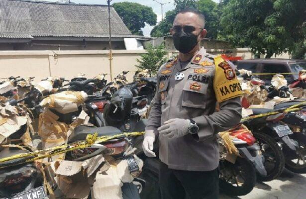 Polsek Pulogadung Kembalikan Motor Sitaan Kasus Pencurian dan Perampasan ke Pemiliknya 113