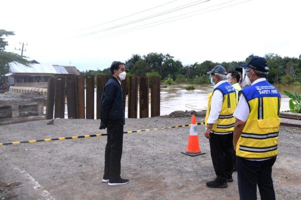 Presiden Instruksikan Menteri PUPR Segera Perbaiki Kerusakan Infrastruktur Jembatan Akibat Banjir di Kalsel 111