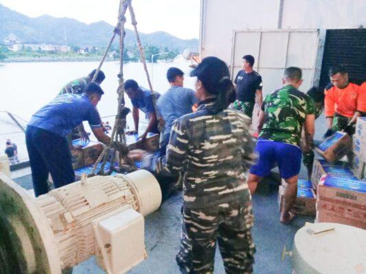 KRI dr. Soeharso-990 Tiba Di Mamuju Membawa Bantuan Kemanusiaan 111