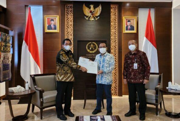 Setjen DPR Serahkan Surat Persetujuan DPR Terhadap Pergantian Kapolri 113