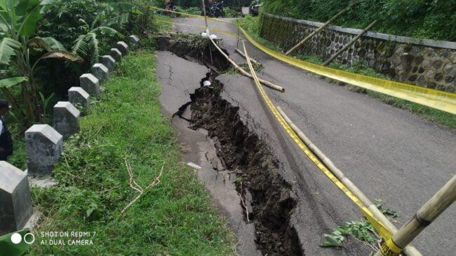 Jalan Penghubung di Desa Sukadana Amblas, Begini Hasil Perbaikannya 112