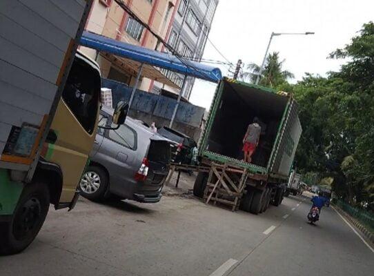 Oknum Pengusaha di Sunter Bongkar/Muat Barang di Jalanan, Malam Ditegur Siang Jalan Lagi 113