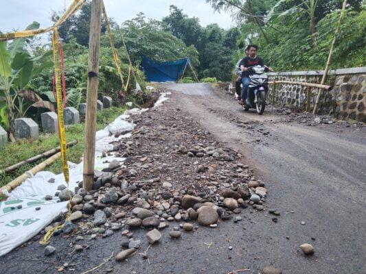 Jalan Penghubung di Desa Sukadana Amblas, Begini Hasil Perbaikannya 111
