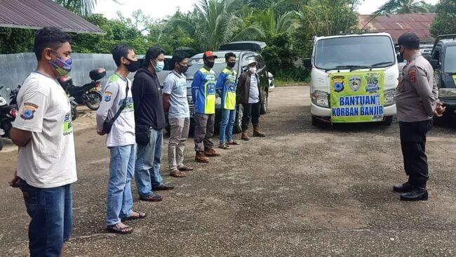 Penyerahan Bantuan Sekaligus Pemberangkatan Tim Relawan Korban Banjir Kab. Hulu Sungai Tengah Oleh Kapolsek Murung Pudak 113