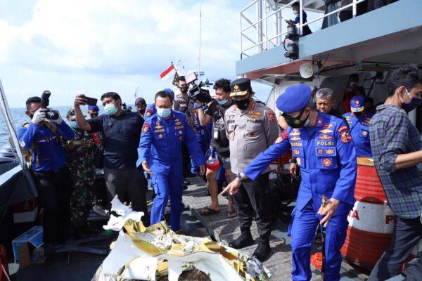 Kabaharkam Polri Cek Langsung Proses Pencarian Korban Pesawat Sriwijaya Air SJ 182 113
