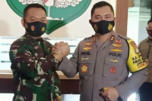 Tinjau Wilayah Zona Merah, Kapolda Metro Jaya dan Pangdam Jaya Berkantor di Polsek Ciledug dan Polsek Kebayoran Baru 113