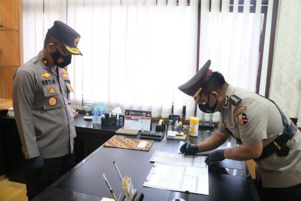 Penerapan Prokes, Wakapolda Pimpin Sertijab Kabid Dokes Polda Banten 113