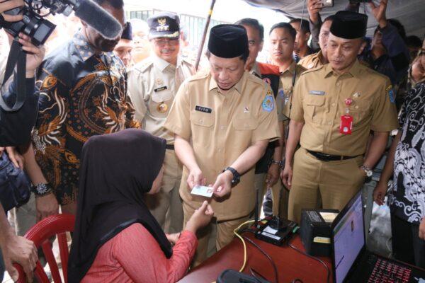 Layani Ganti Dokumen yang Rusak, Dukcapil Terjunkan 4 Tim Tanggap Bencana Banjir di Jateng dan Jatim 111