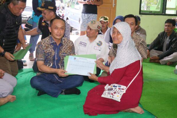 Layani Ganti Dokumen yang Rusak, Dukcapil Terjunkan 4 Tim Tanggap Bencana Banjir di Jateng dan Jatim 112