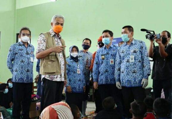 Ganjar Minta Ruangan Pengungsi Korban Banjir Pekalongan Disekat 111