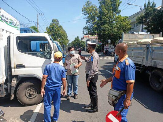 Hari Pertama Operasi Keselamatan, Polantas bersama Dishub Sosialisasi Perubahan Arus Lalu Lintas 113