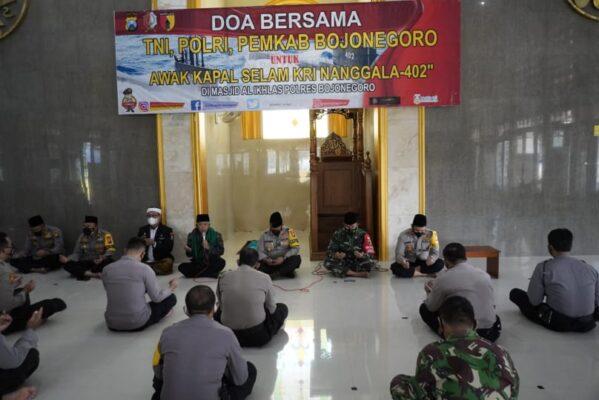 Polres Bojonegoro Gelar Doa Bersama Untuk Prajurit KRI Nanggala 402 Yang Gugur Dalam Bertugas 113