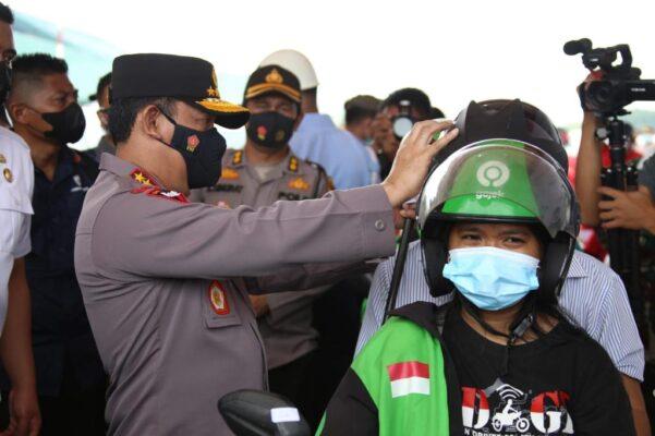 Kunjungi Natuna, Panglima TNI dan Kapolri Tinjau Pelaksanaan Vaksinasi 113