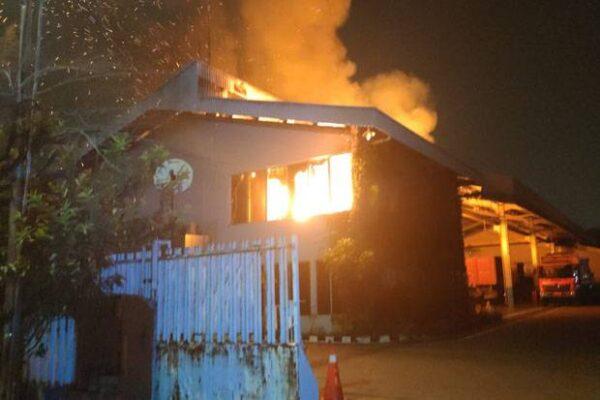 Gudang Hino Jakarta Utara Terbakar 113
