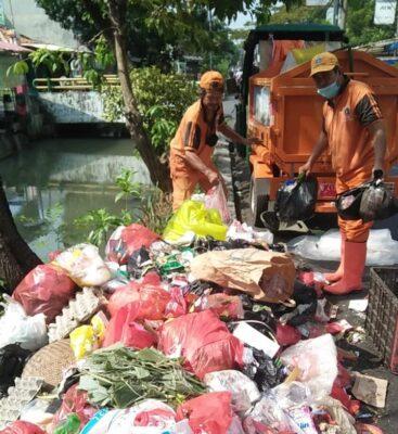 Pemindahan Tempat Pembuangan Sampah Sementara Bukan Solusi Bagi Warga Kebon Bawang 113