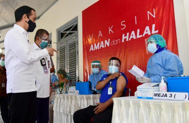 Tinjau Vaksinasi di Pelabuhan Tanjung Priok, Presiden: Semoga Para Pekerja Terlindungi 113