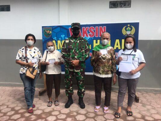 TNI Gencarkan Vaksinasi Demi Masa Depan Rakyat Papua 113