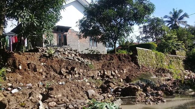 Kontruksi Sungai Cibarengkok Desa Sukadana Rusak Berat: Warga dan Perangkat Desa Minta Segera Diperbaiki 113