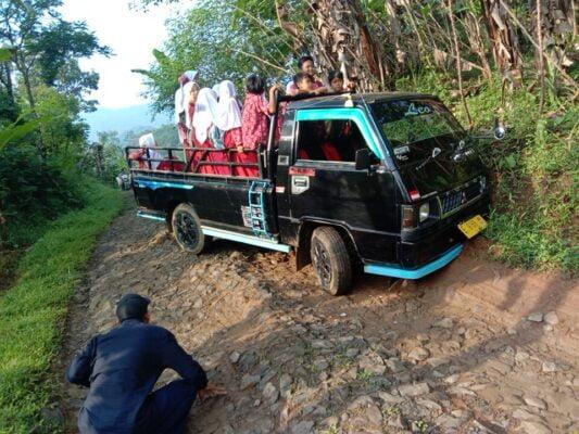 Jalan Kabupaten Desa Jabranti Rusak Parah, Kerap Terjadi Kecelakaan 117