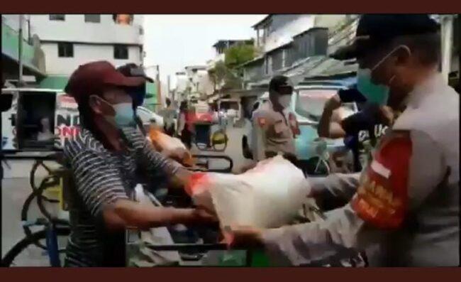 Polisi Jakarta Utara Bagikan Sembako di Pademangan 113