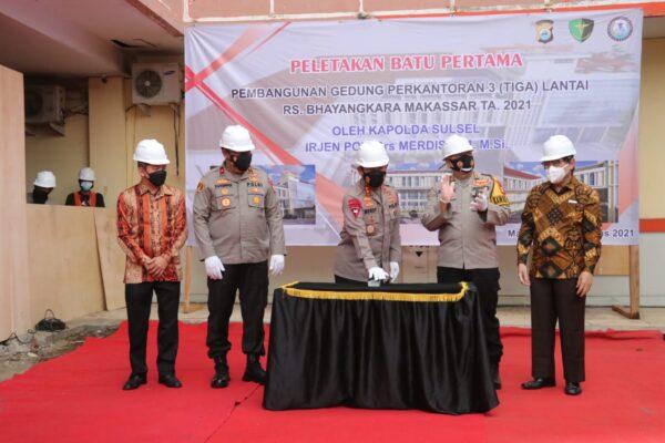 Kapolda Sulsel Letakkan Batu Pertama Dimulainya Pembangunan Gedung Kantor RS Bhayangkara 113